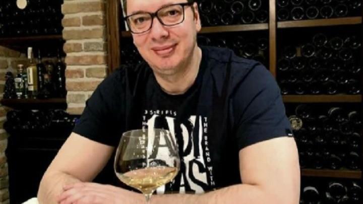 Vino pije Kraljeviću Marko