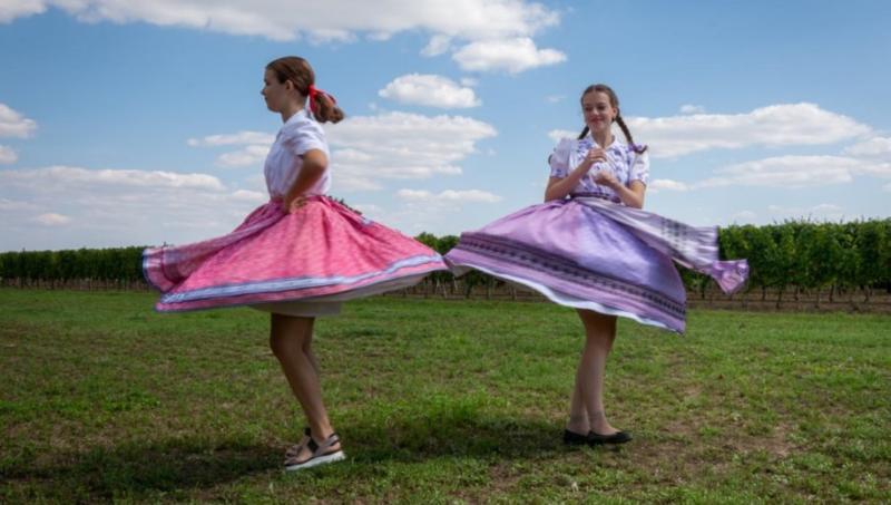 IZLOŽBA U ZRENJANINU: Tradicija sela Vojvodine kroz fotografije (FOTO)