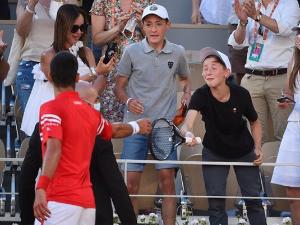 Новак објаснио зашто је дечаку дао рекет – Бодрио ме и када сам губио 2:0
