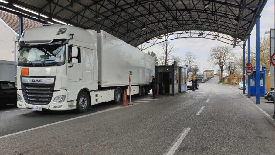 VELIKE GUŽVE NA GRANICAMA: Kamioni na Šidu čekaju 7 časova, na Batrovcima 6h, Kelebiji 4h