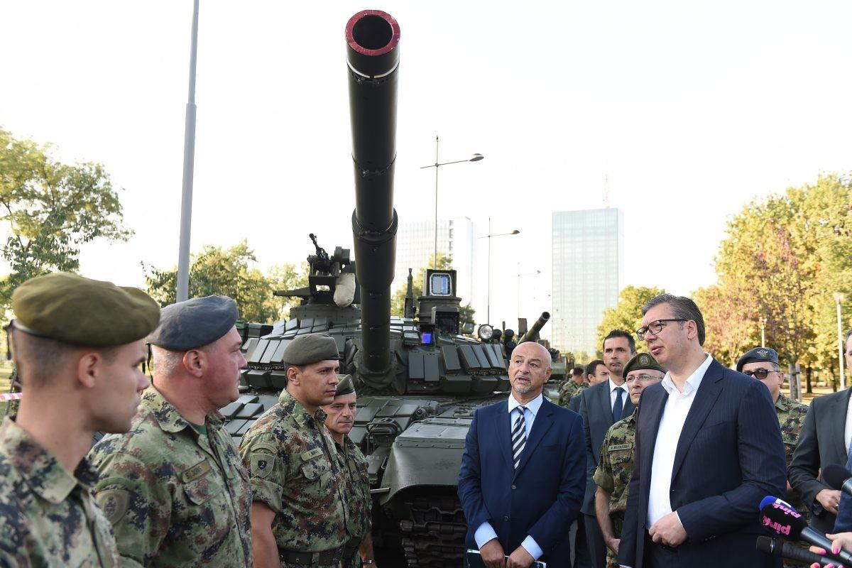 Vučić: Nedostaje ljudi u Vojsci Srbije, to će morati da se reši povećanjem plata