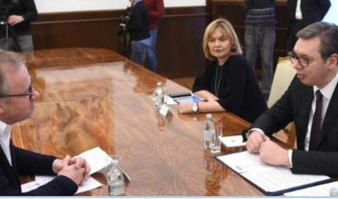 NEKAŽNJAVANJE ZLOČINA NAD NOVINARIMA JE BILA BOLEST SRBIJE! Kristof Delor: Predsednik Vučić je rešen da je iskoreni, a današnja odluka SUDA JE DOKAZ ZA TO!
