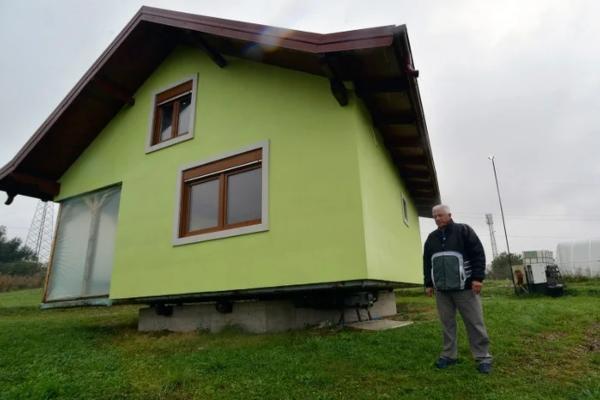 Kako bi skinuo ženu sa vrata Bosanac izgradio kuću putujuću