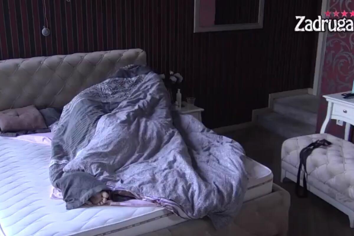 MIŠEL KAO BIZNISMEN OVERIO MINU VRBAŠKI U HOTELU: Koprcala mu se na početku, ali on je doveo do VRHUNCA!(VIDEO 18+)
