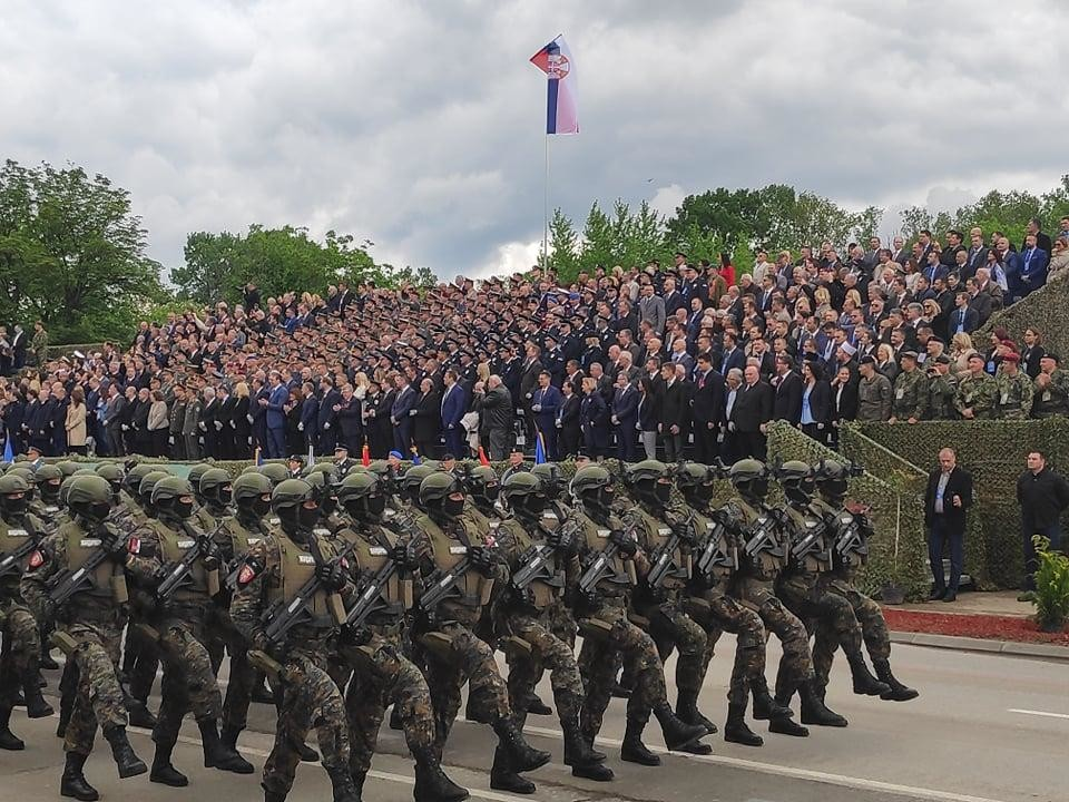 Odrganizovano praćenje vojne parade, za decu, a biće i Vučić