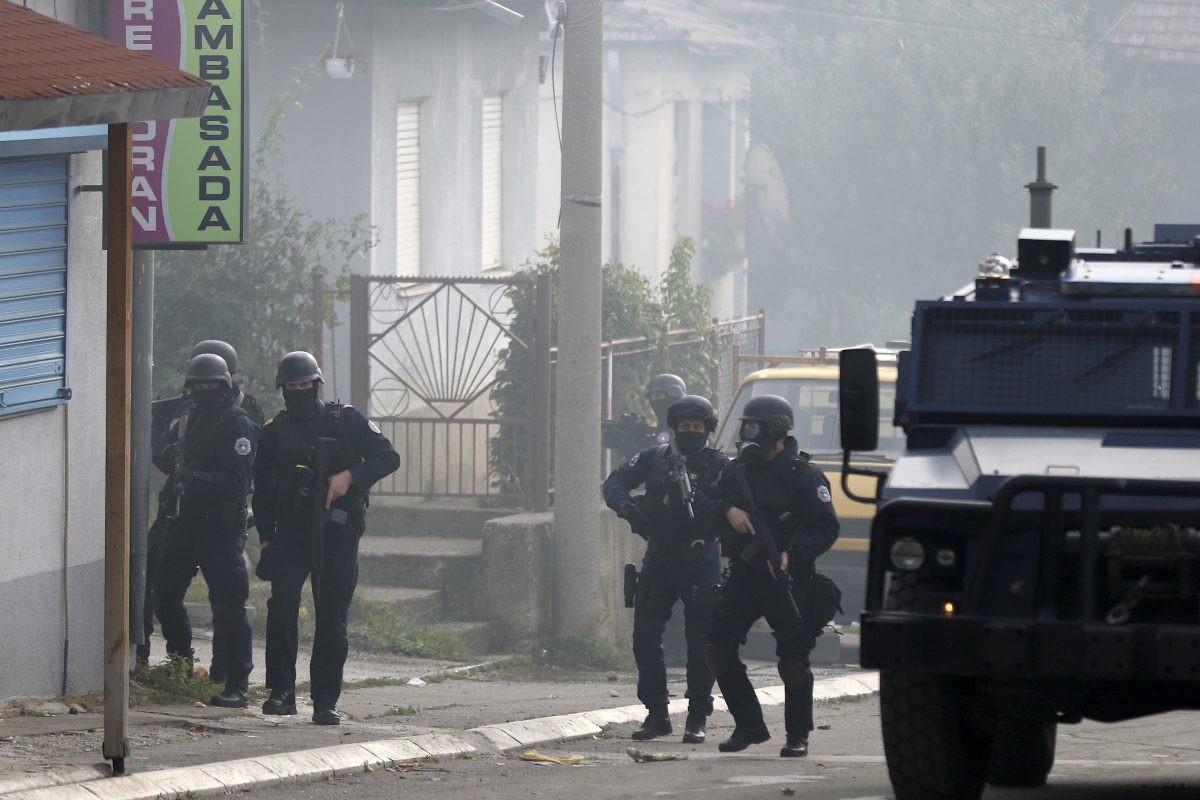 Uklonjene barikade na Kosovu, ranjeni muškarac van životne opasnosti