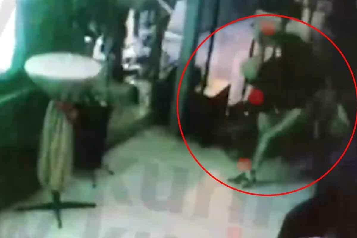 MUČKI TUKLI POLICAJCA I ČUVARA ZATVORA: Grupa huligana osuđena zbog brutalnog napada u kafiću u Sremskoj Mitrovici (VIDEO)