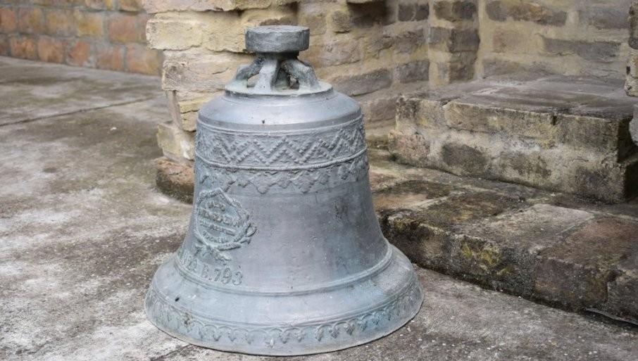 SAČUVANO OD ZABORAVA: Zvono sa katoličke crkve, porušene pre 74 godine u selu kod Kikinde, poklonjeno muzeju (FOTO)