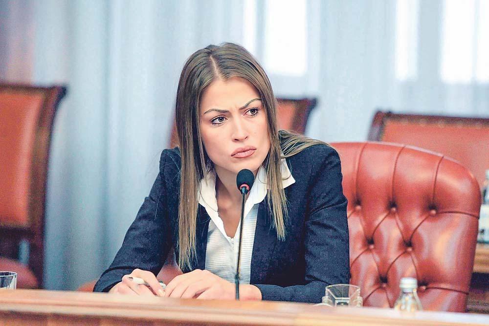 OPSESIVNA, FASCINIRANA KRIMINALOM, DIVI SE KRIMINALCIMA: Dijana Hrkalović prošla kroz test-komisiju pre nego što je došla u BIA!