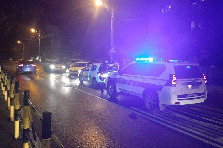 """SAOBRAĆAJKA NA NOVOM BEOGRADU: """"Fijat"""" udario u parkirani auto, pa se PREVRNUO!"""