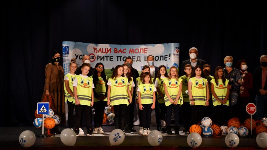 Predstava o pravilima ponašanja u saobraćaju za prvake iz Mladenovca