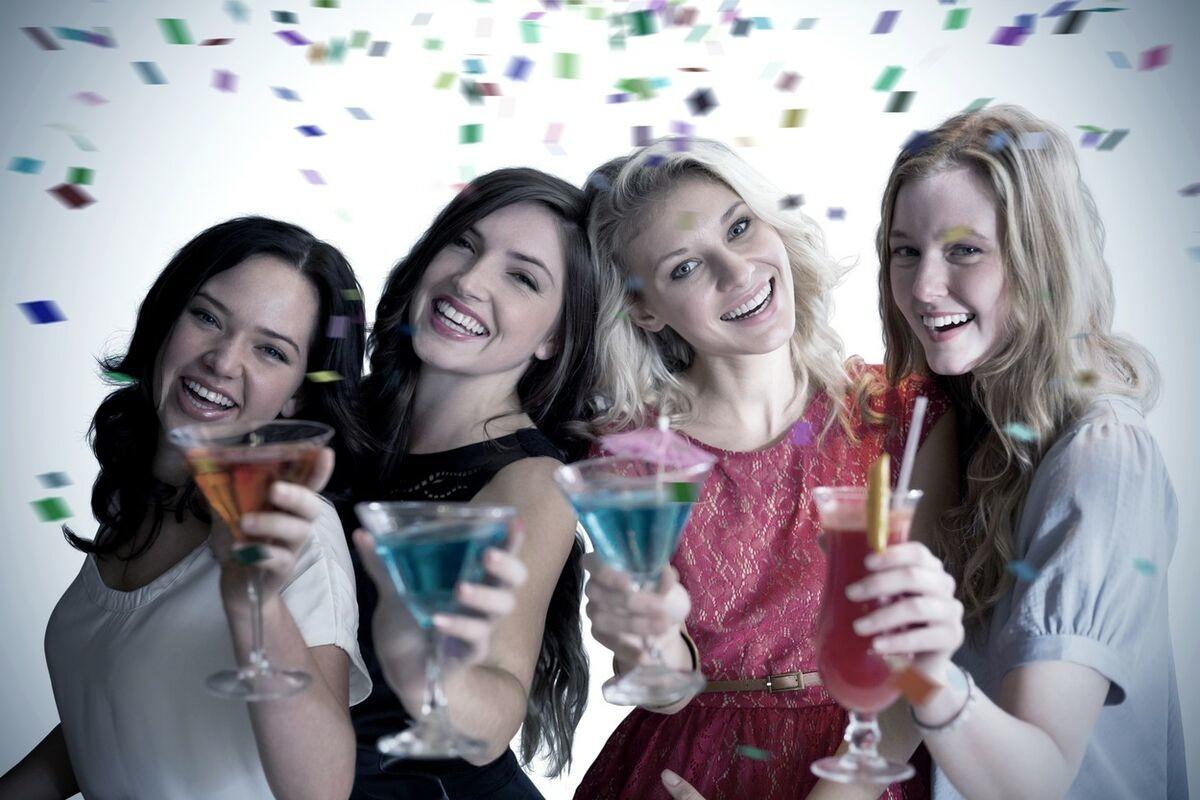 DEVOJKA SE ZGAZILA OD ALKOHOLA, A KAD SE OTREZNILA NIJE MOGLA DA POVERUJE: U čudu je gledala šta je DONELA KUĆI!
