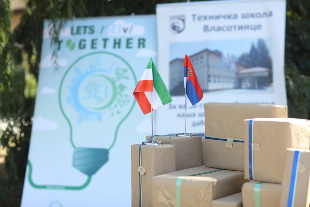 Uručena donacija Tehničkoj školi u Vlasotincu