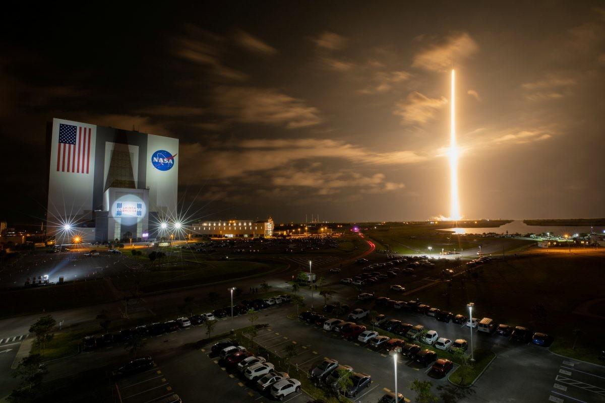 SpaceX slanjem civila u orbitu ulazi u trku u svemirskom turizmu
