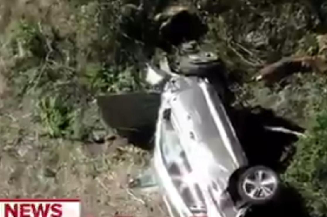 Prvi snimci sa mesta užasne nesreće Tajgera Vudsa: Automobil je totalno uništen i smrskan! (VIDEO)