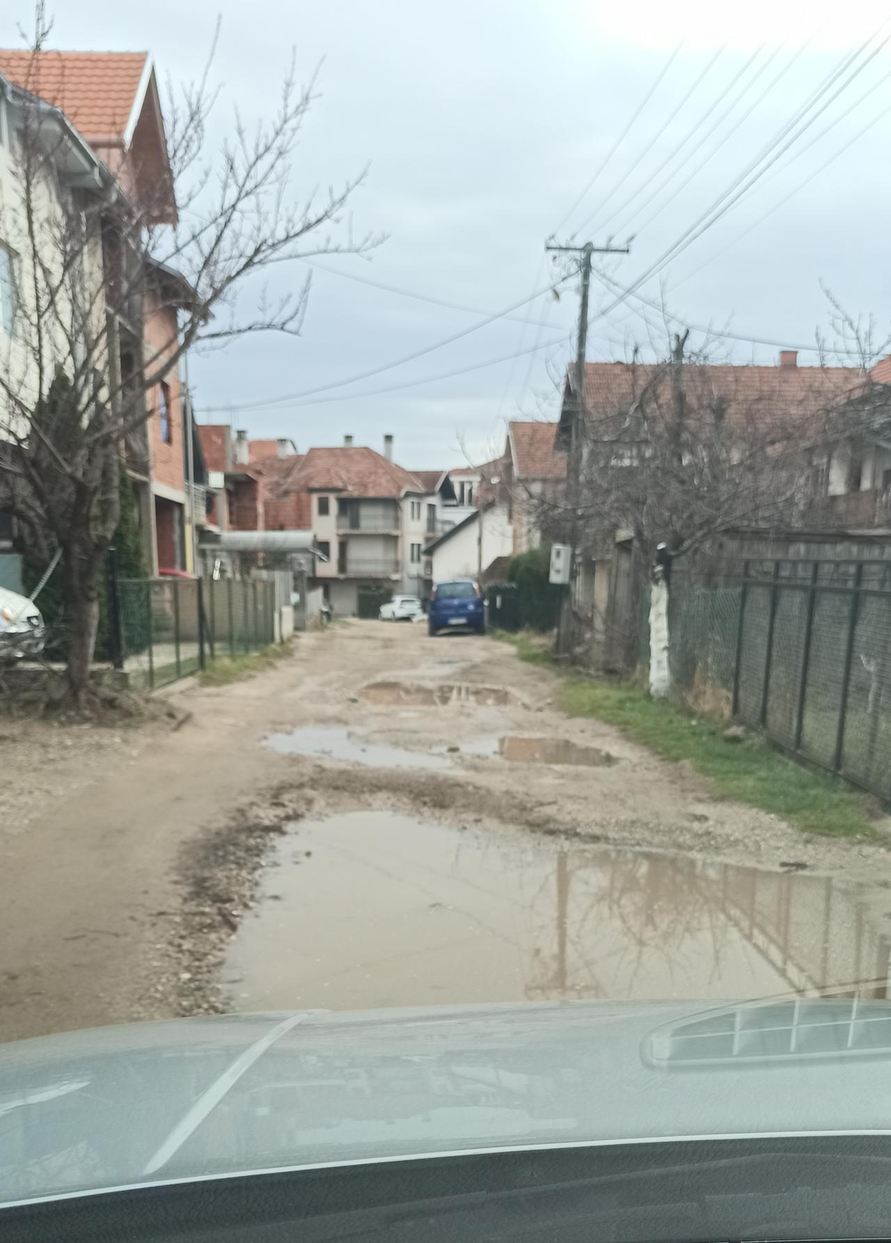 Ulice Žička i nekadašnja Kladovska u Nišu skoro 3 decenije bez asfalta