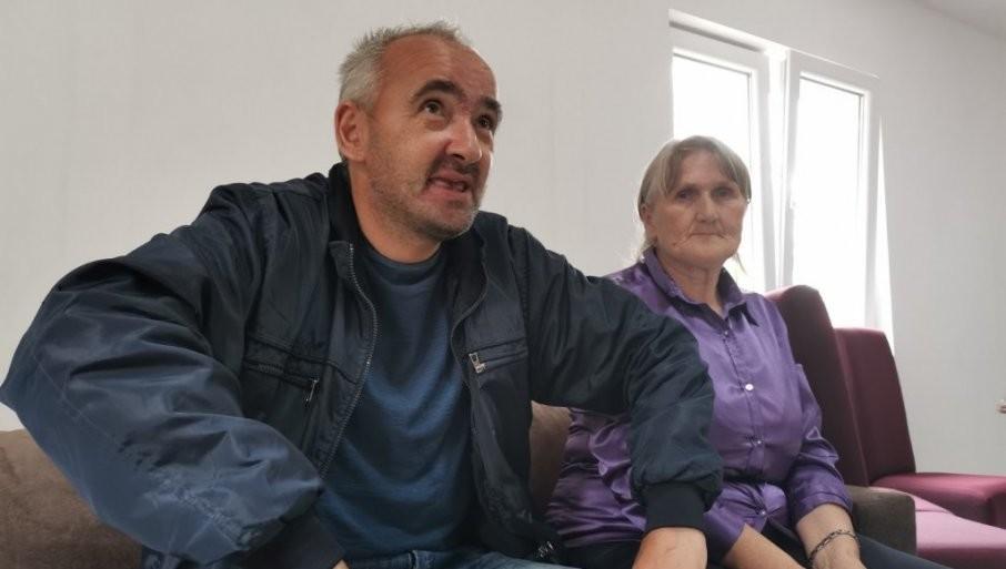 IZGRAĐENA KUĆA ZA TEŠKO BOLESNOG HEROJA SA KOŠARA! Svi zaplakali na uručenju ključeva Miji i majki Vidosavi (FOTO/VIDEO)