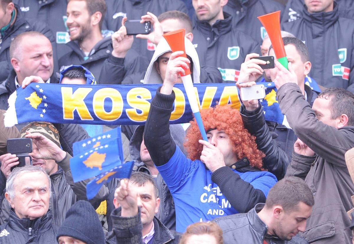 "SKANDAL NA KONFERENCIJI! Albanci terali španske novinare usred Sevilje da izgovore ""Kosovo""! Ovo fudbal ne pamti! /VIDEO/"