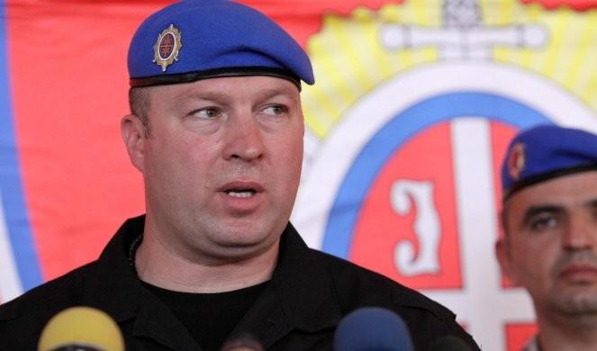 GENERAL BRATISLAV DIKIĆ O LAŽNOJ AFERI 'DRŽAVNI UDAR'  Nudili su mi 50.000E da za sve optužim Srbe Pretili su mi porodici, ćerku pratili i vukli je za kosu