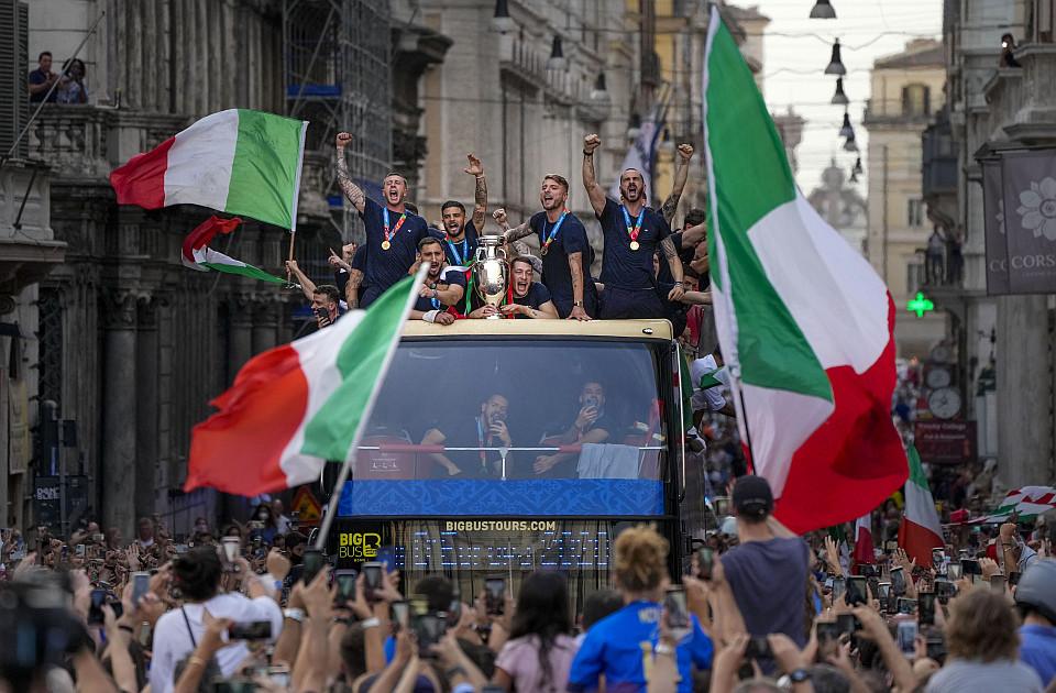 Porast broja zaraženih koronom u Italiji zbog šampionskog slavlja