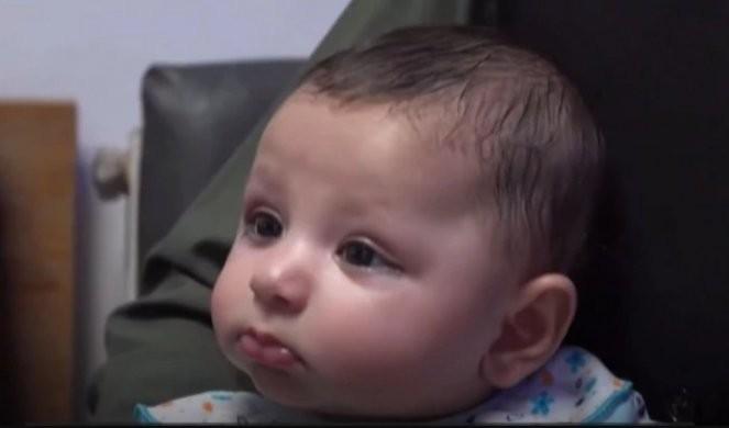 BEBA HEROJ! Pucali joj u noge kada je imala samo dva sata, ubili majku u porodilištu, sada se svi nadaju da će PROHODATI
