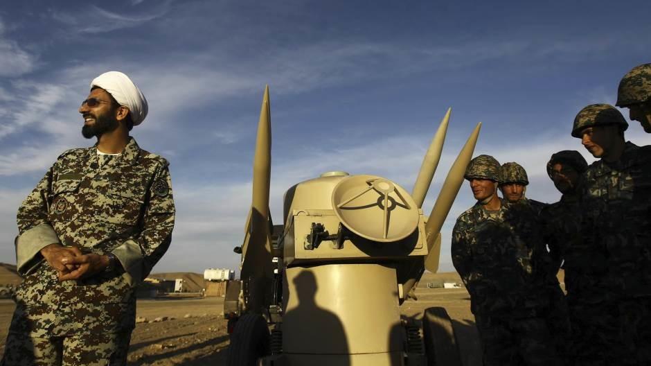 Pompeo upozorava da će prodaja oružja Iranu dovesti do sankcija