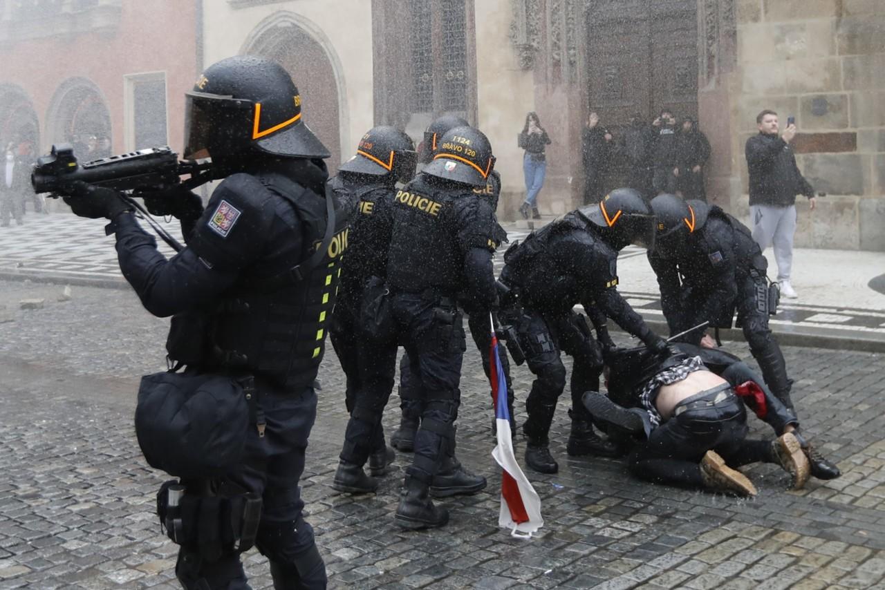 """Pobuna protiv maski u Češkoj: """"Eksperiment na ljudima, zloupotreba naše slobode"""""""