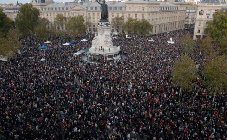 Хиљаде људи на улицама Француске након убиства наставника