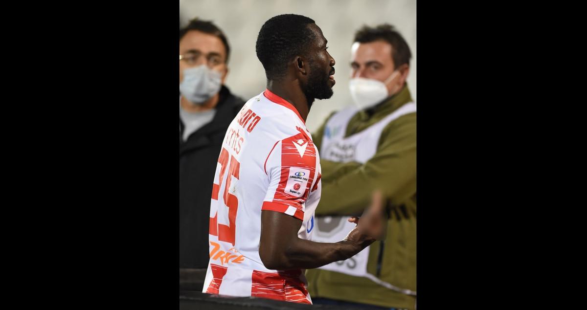 NIJE SE VIDELO U PRENOSU, SRBIJA U ŠOKU ZBOG POTEZA SANOGA Ono što je fudbaler Zvezde uradio nakon crvenog kartona ZGROZILO je javnost /FOTO/