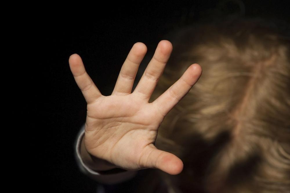 DOĐI DA TI POKAŽEM MAČIĆE U GARAŽI... Pedofil (65) iz Jagodine ovako NAMAMIO DEVOJČICU (11), ceo grad ZGROŽEN