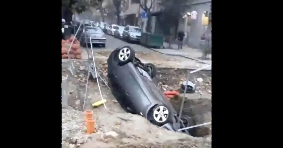 Nova parking zona na Dorćolu - kolima propao u rupu na najvećoj ulici u kraju