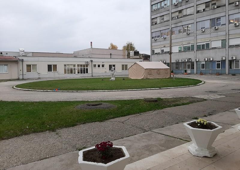 Ozbiljna situacija: Klinički centar se puni, pripremaju se novi kovid prostori