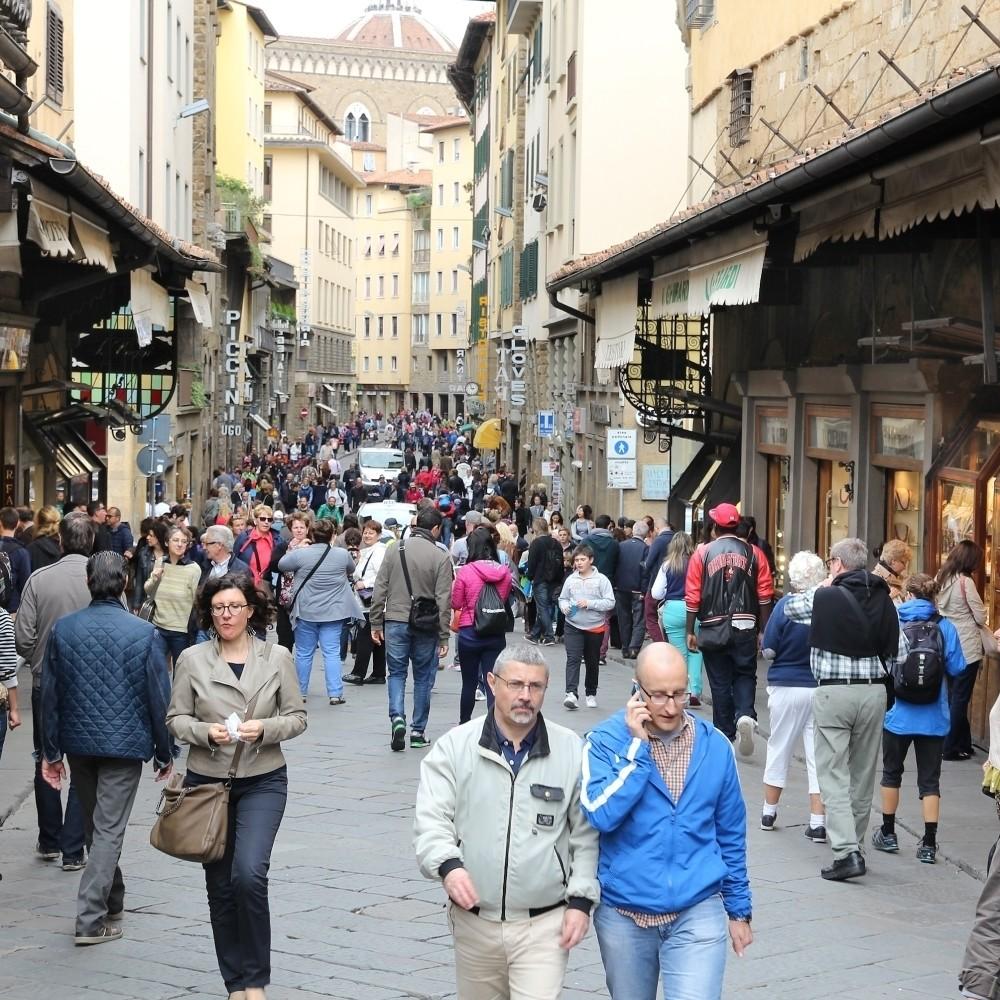 U poslednja 24 sata u Italiji skoro 38 hiljada novozaraženih