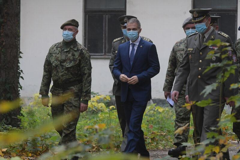 Stefanović obišao kasarnu u kojoj je služio vojsku i podsetio se vojničkih dana (FOTO+VIDEO)