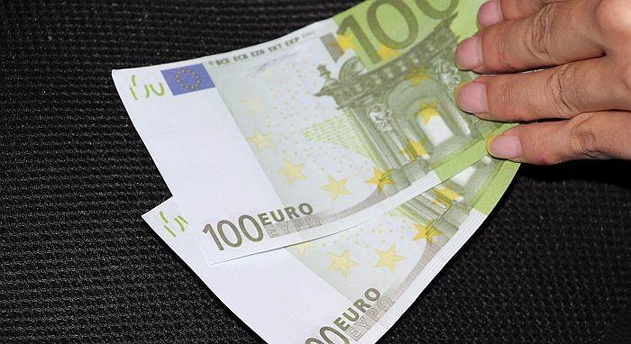 Blagajnica salona nameštaja u Kraljevu osumnjičena da je uzela milion dinara