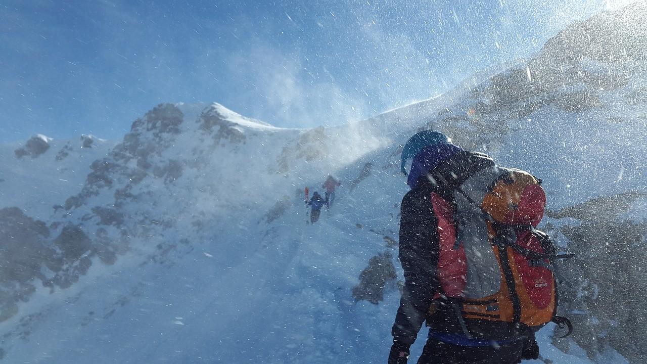 Horor na otvaranju sezone skijanja! Mladić pao sa mašine za pravljenje snega, teško povređen!