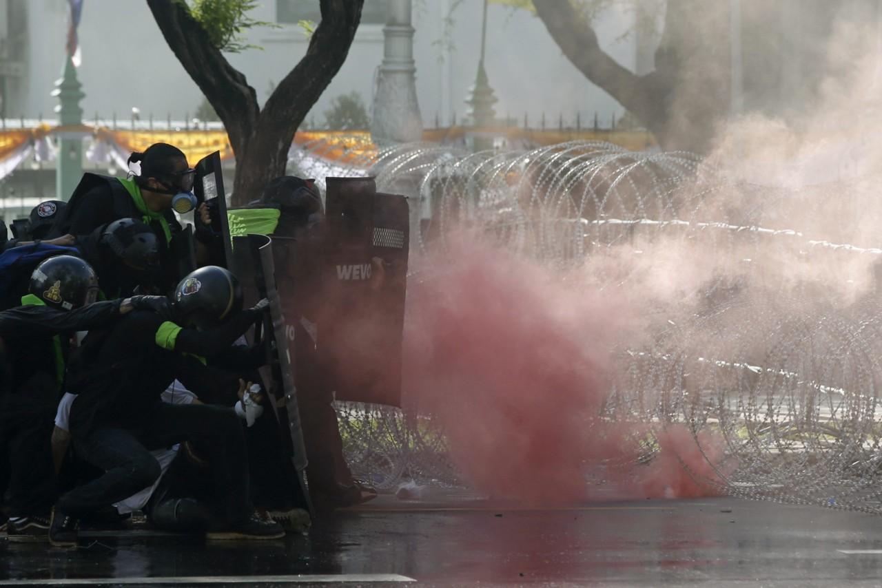 Tajlandska policija suzavcem i vodenim topovima na demonstrante