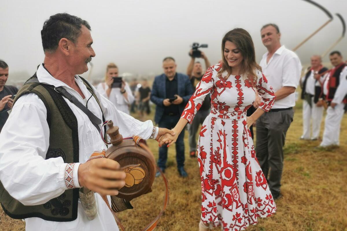KOSAČKI VIMBLDON: Održana 51. kosidba na Rajcu, otvorila ga ministarka Matić, učestvovao i Kanađanin (FOTO)
