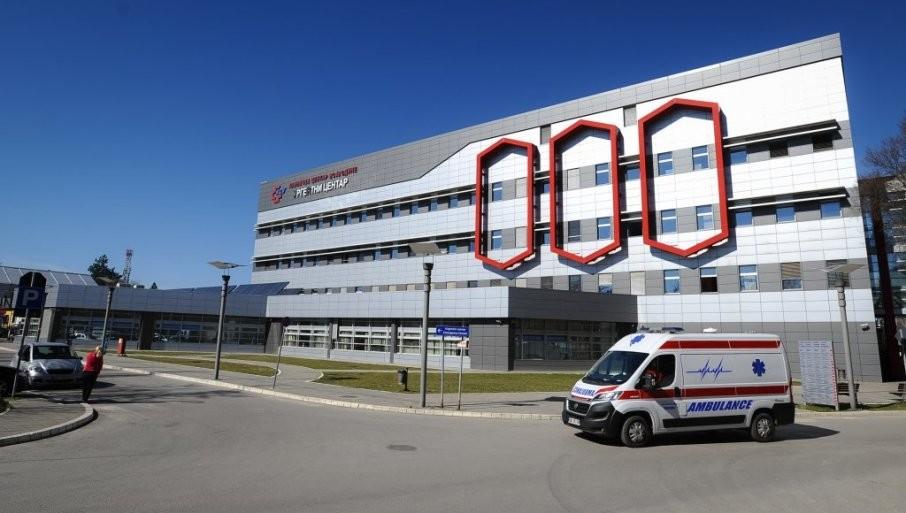 POLA MILIONA DINARA ZA ODŠTETU: Novosadski sud potvrdio nezakonit obračun zarade spremačici u Kliničkom centru Vojvodine
