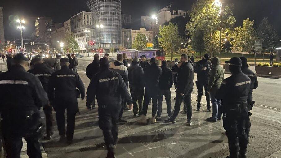 Miran protest desničara zbog Kosova, blokirali saobraćaj ispred Skupštine