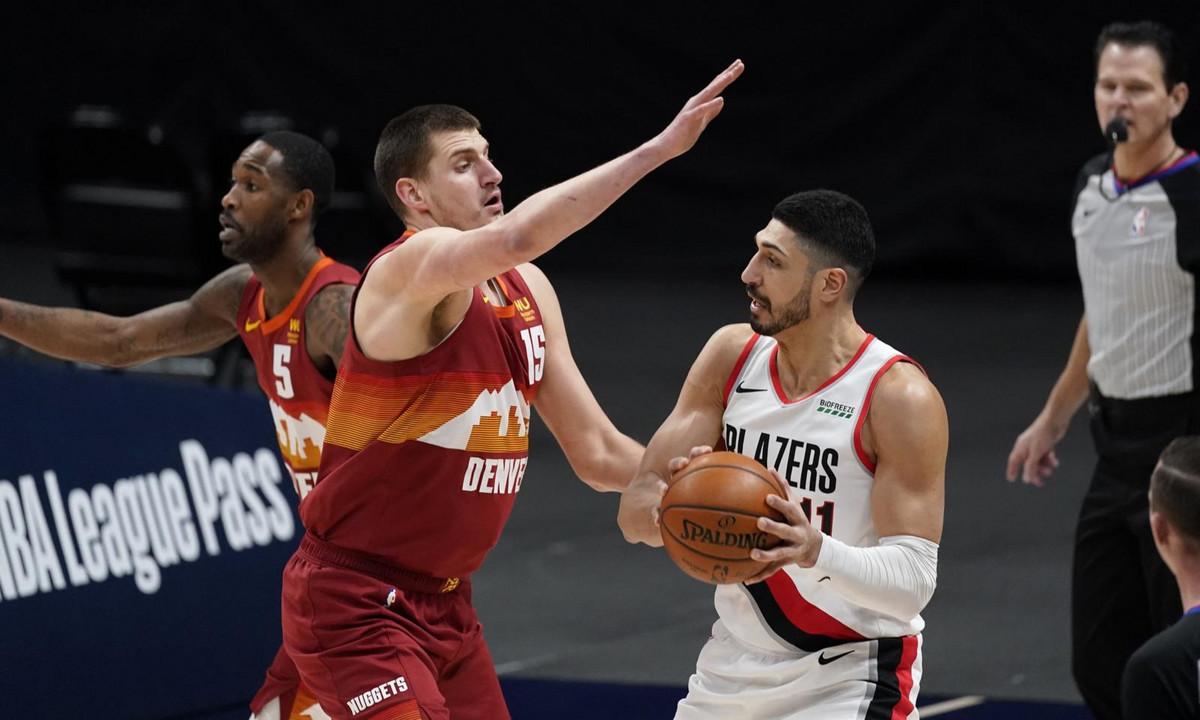 NIKOLA JOKIĆ JURIO SUDIO PO TERENU! Puk'o mu film, pa krvavih ruku zaigrao kao u transu za istorijski NBA trijumf Denvera! /VIDEO/