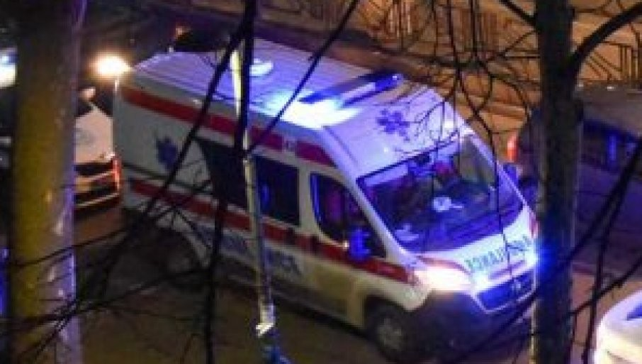 NOĆ U BEOGRADU: Saobraćajna nesreća na Obrenovačkom putu, lakše povređena žena