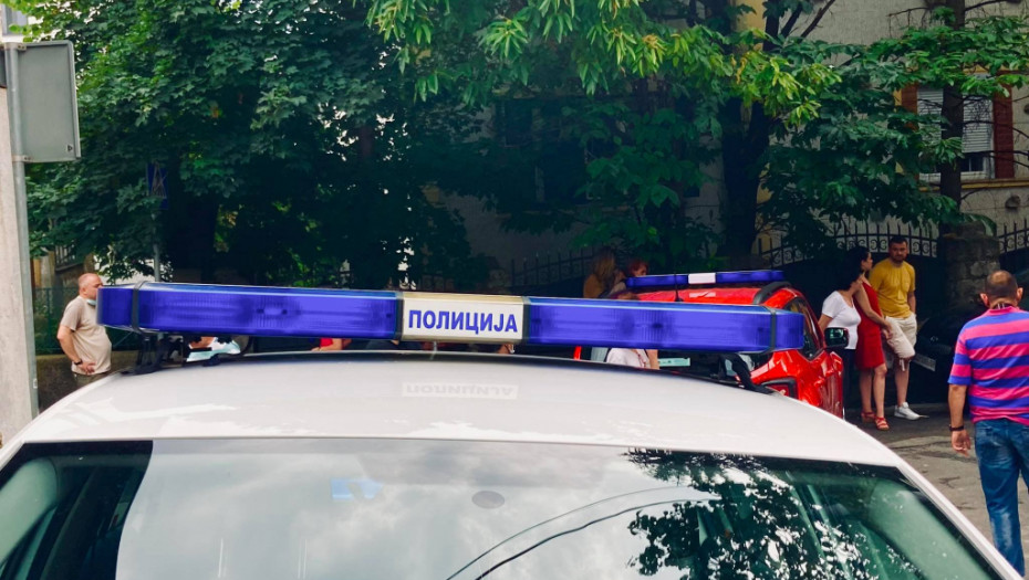 STAŠAN UDES NA KARABURMI Automobil udario dečake, vozač pobegao sa mesta nesreće