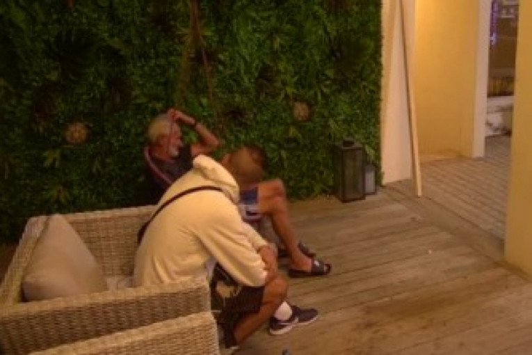 LIMENI SE RASPADA OD TUGE: Oplakuje pokojnu ženu, a Damiro ga savetuje! (FOTO/VIDEO)