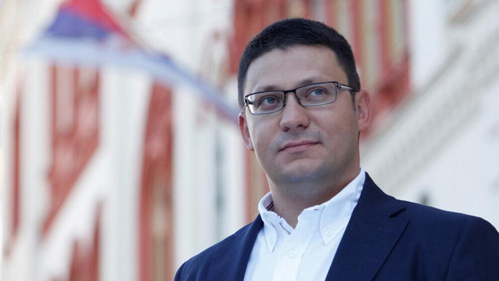 Ko je Aleksandar Đurđev, koji prikuplja potpise za peticiju za odbranu ugleda Aleksandra Vučića