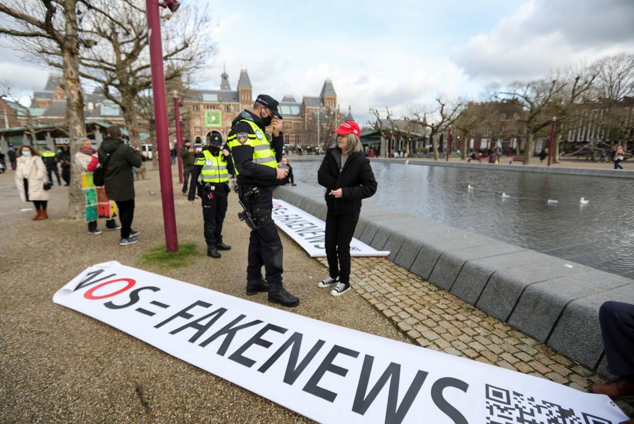 Tokom policijskog časa u Holandiji zapaljen centar za testiranja u znak protesta