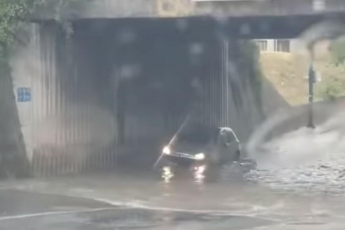 NEVREME POGODILO SARAJEVO: Ulice i podvožnjaci pod vodom! Na snazi žuti meteoalarm a nije kraj padavinama! VIDEO