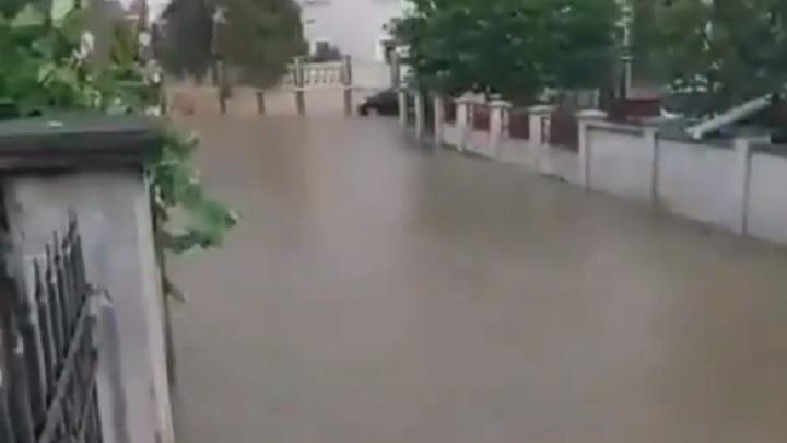 Poplavljeno naselje Vojvode Vlahovića (VIDEO)
