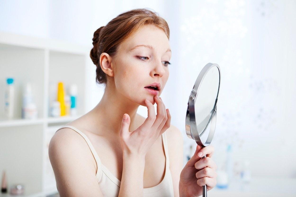 Šta da radite ako ste POLOMILI ogledalo? Pazite da ne uhvatite svoj odraz, a jednu stvar OBAVEZNO učinite