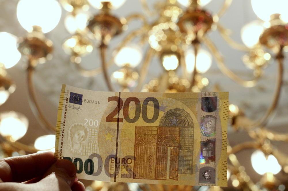 Evro danas 117,57 po srednjem kursu